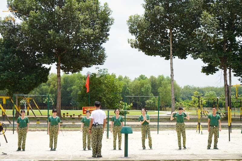 Dương Hoàng Yến chạy tung giày trong 'Sao nhập ngũ'