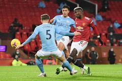 MU níu chân Man City ở trận derby Manchester