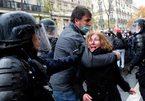 Biểu tình bạo loạn rúng động Paris, hàng trăm người bị bắt