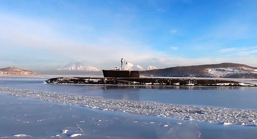 Màn bắn chùm tên lửa đạn đạo ngoạn mục từ tàu ngầm hạt nhân Nga