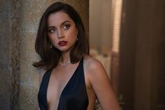 'Bom sex' Ana de Armas đóng phim cùng hai tài tử hấp dẫn nhất thế giới