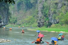 Ninh Binh orders suspension of tours to and from HCMC