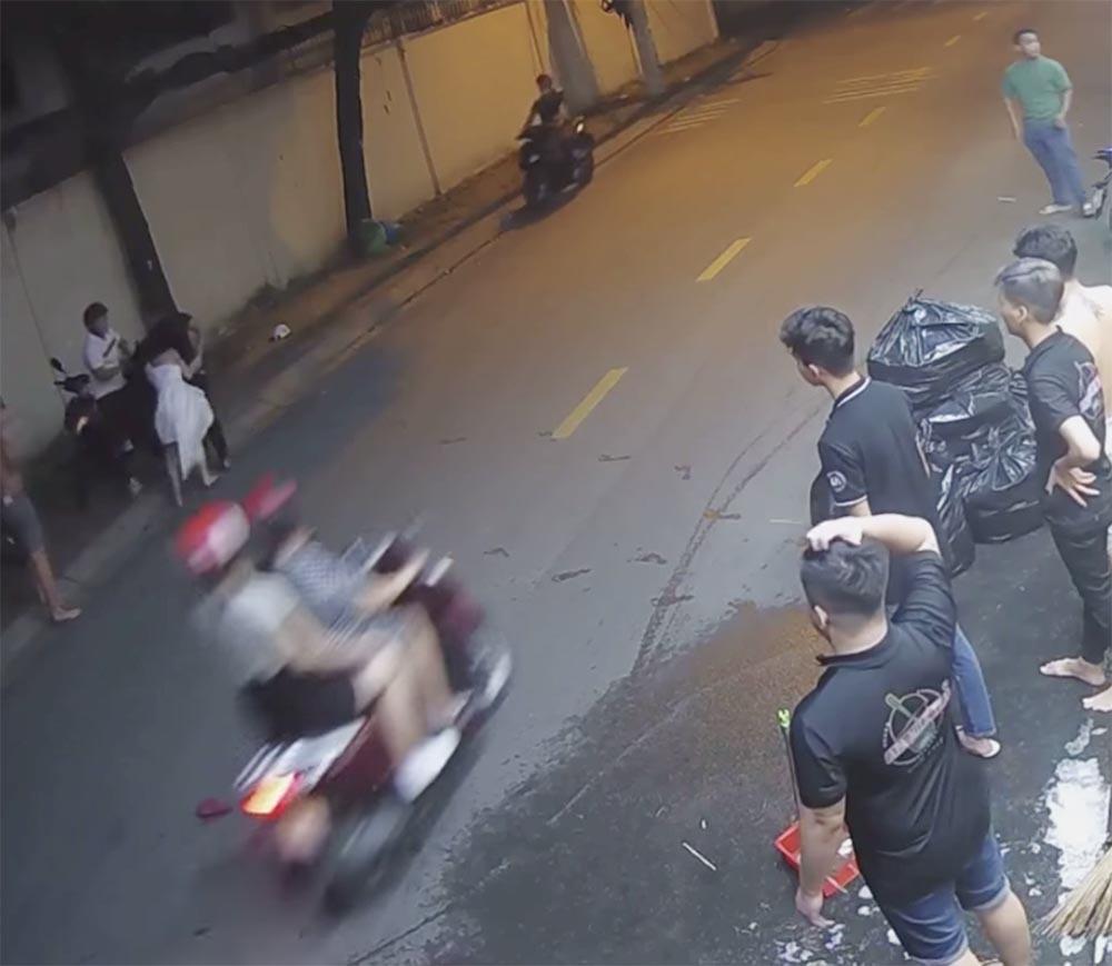 Xác định thanh niên đánh đập cô gái, dọa chém người can ngăn ở Sài Gòn thumbnail