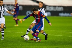 Messi bừng sáng, Barca thắng hú vía Levante