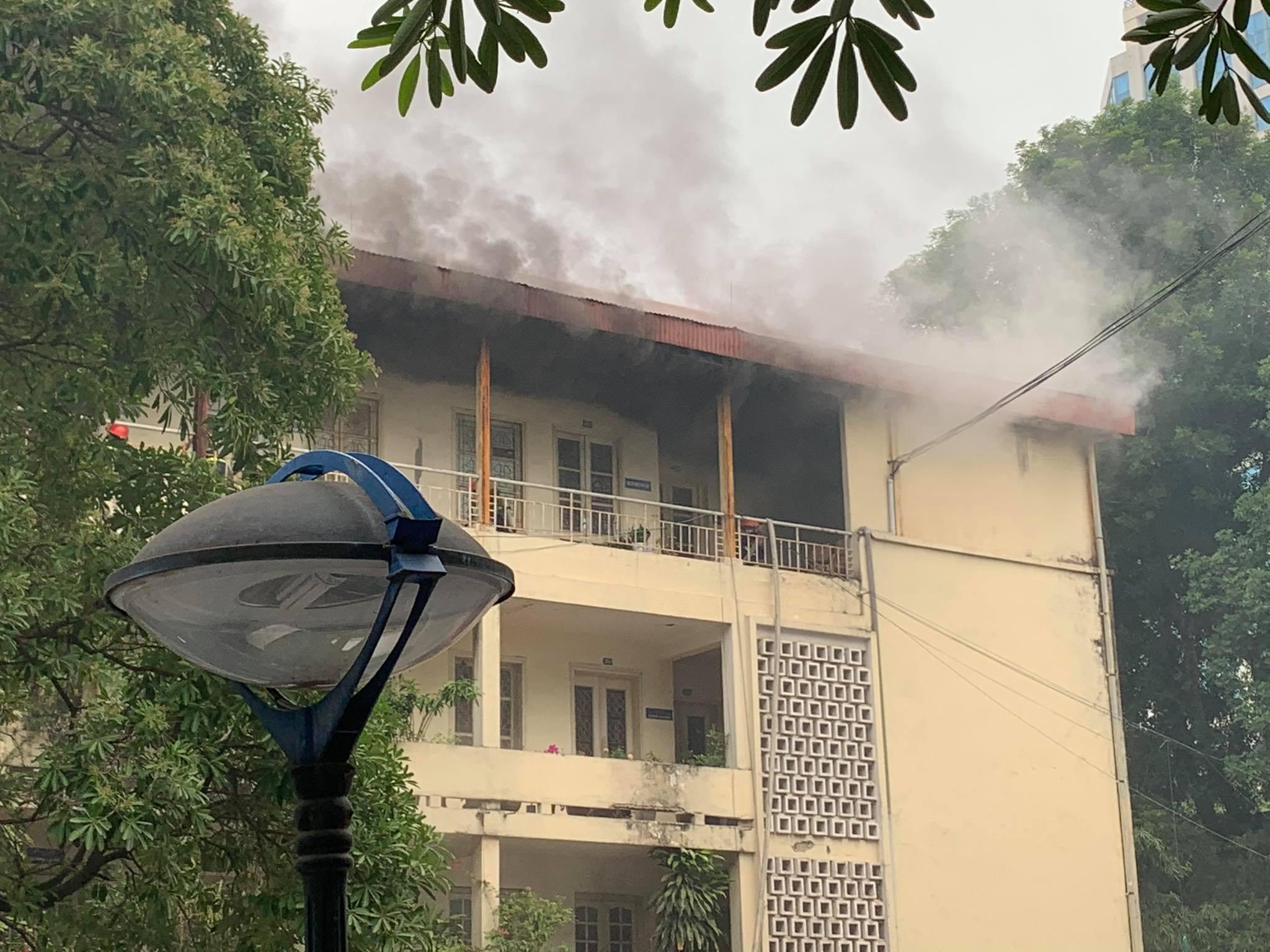 Cháy toà nhà trong trụ sở Bộ Xây dựng