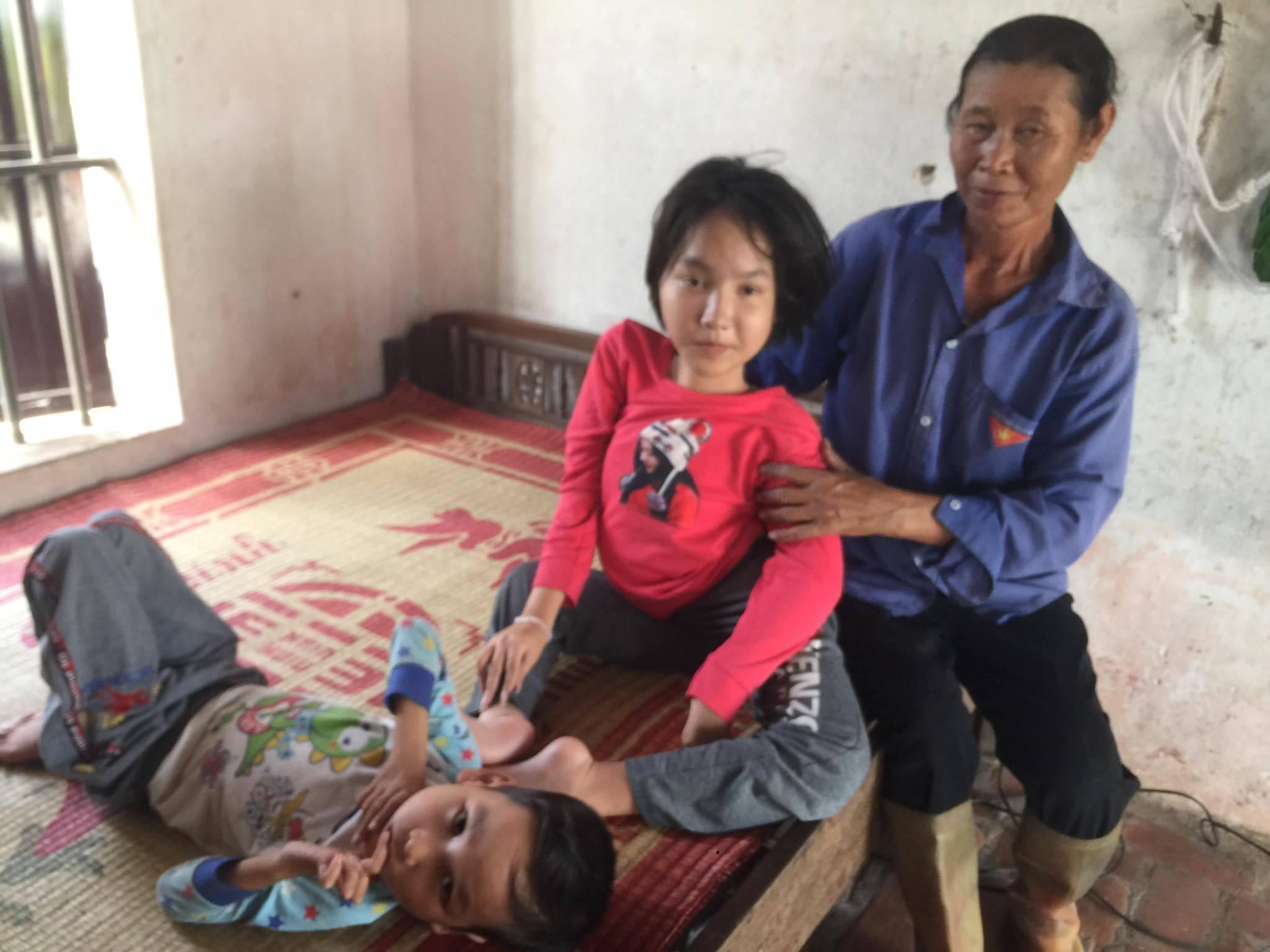 Gia cảnh đáng thương của hai chị em mắc bệnh 'vô phương cứu chữa'