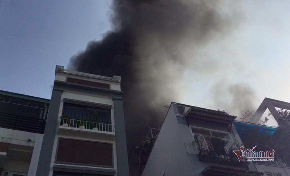 Cháy nhà ở phố ẩm thực Sài Gòn, trăm tiểu thương hoảng loạn khuân đồ