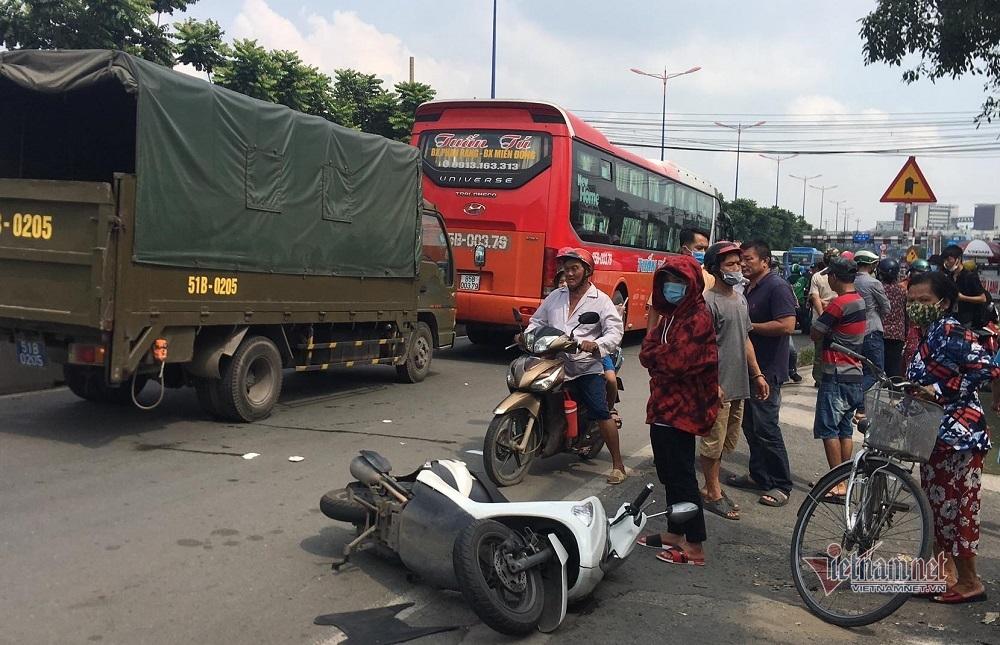 Xe khách chạy vào đường cấm cán chết một phụ nữ trên quốc lộ thumbnail
