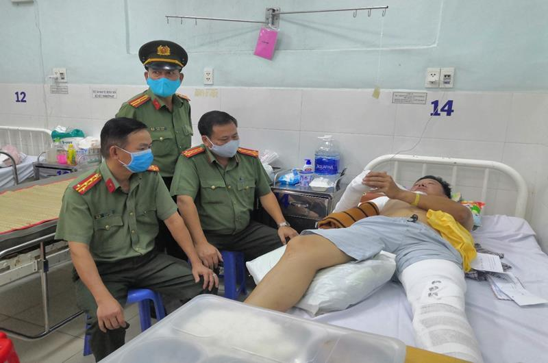 Thiếu tá CSGT ở Đồng Nai bị tông gãy tay, chân trên quốc lộ