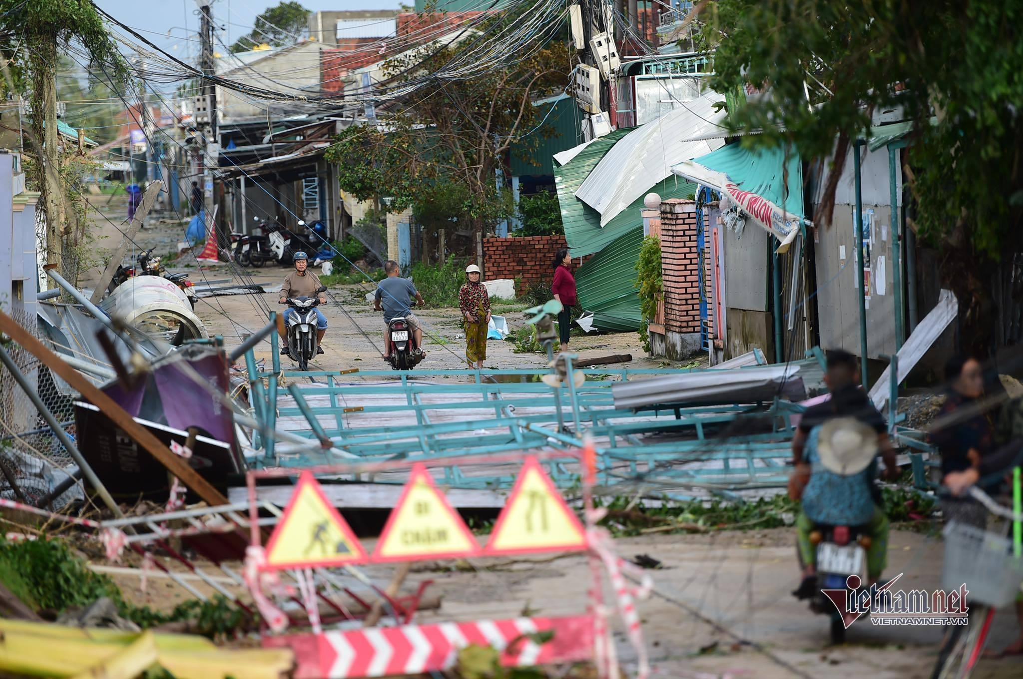 Thủ tướng: Tập trung khắc phục hậu quả thiên tai, xây lại nhà cửa trước Tết
