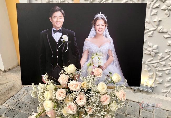 Lễ cưới Quý Bình và vợ doanh nhân bất động sản ở khách sạn 5 sao