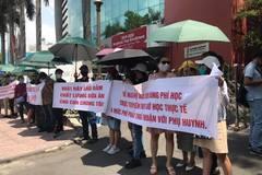 Phụ huynh phản đối đề xuất xử kín vụ kiện Trường Quốc tế Việt Úc
