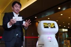Nhật Bản làm khẩu trang dịch 8 thứ tiếng, bù đắp thiếu hụt lao động
