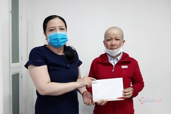 Bạn đọc tiếp sức chị Oanh bị ung thư vú