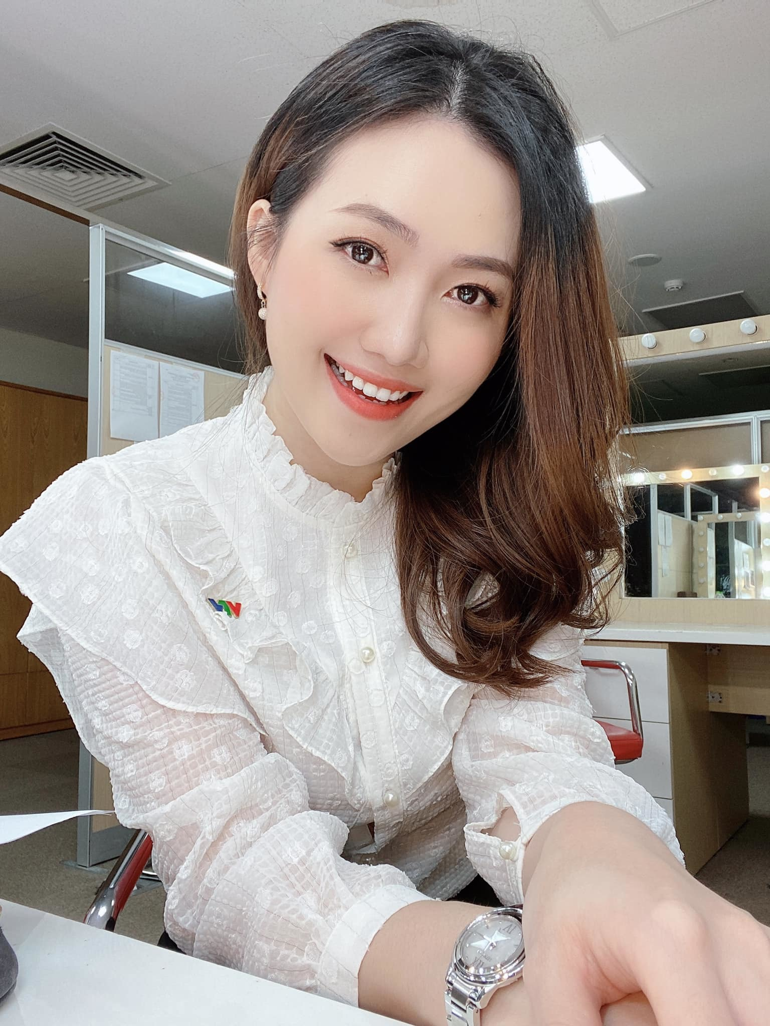 Người đẹp Dương Huyền thời tiết VTV: 'Nghề MC vất vả, lương thấp'