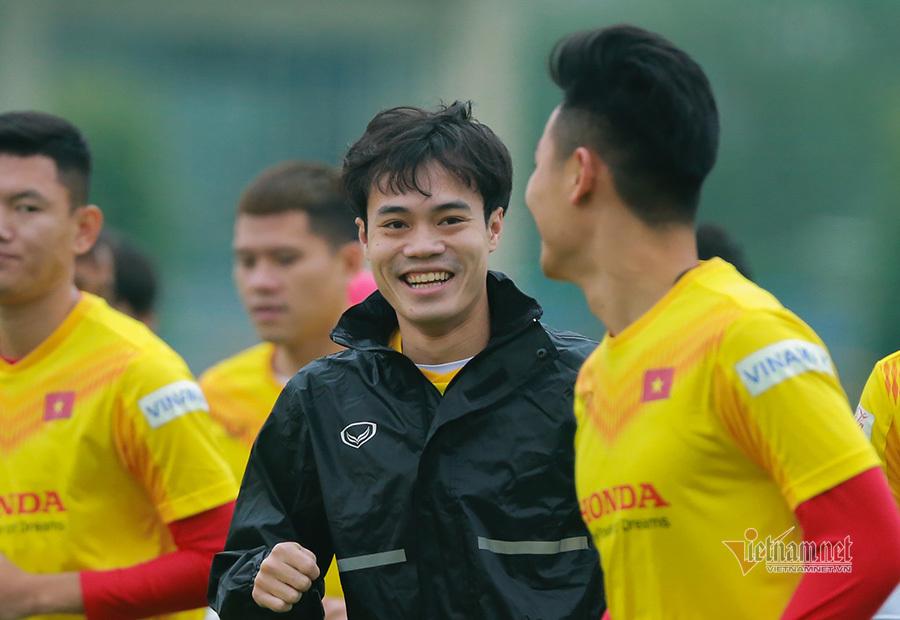 Quang Hải vắng mặt, tuyển Việt Nam gồng mình chống lạnh