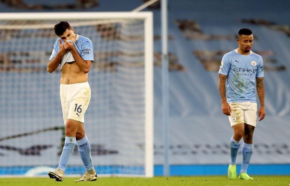 Man City mất chiến thắng vì...'gà nhà'