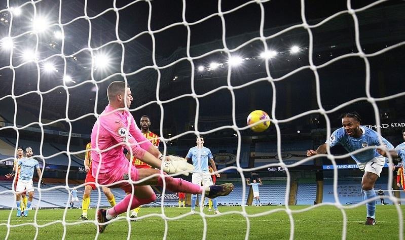 Pep Guardiola bức xúc Man City không thắng nổi đội xuống hạng