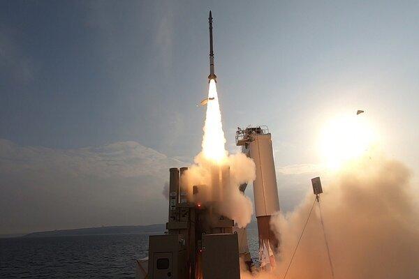 Xem Israel thử tên lửa phòng không phóng từ biển