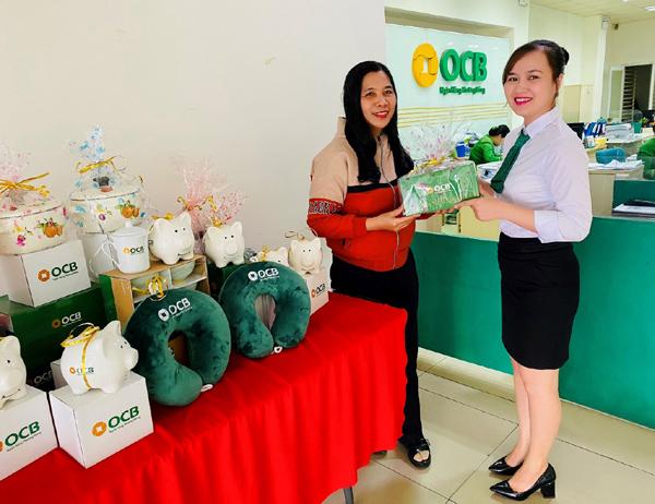 OCB dành gần 9.000 phần quà tặng khách hàng năm mới