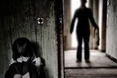 Bắt giam người đàn ông giao cấu với con riêng của nhân tình