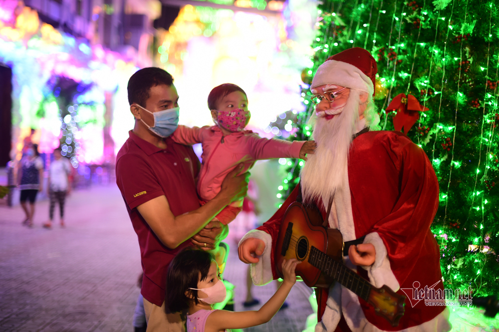 Giáng Sinh đến sớm với người Sài Gòn