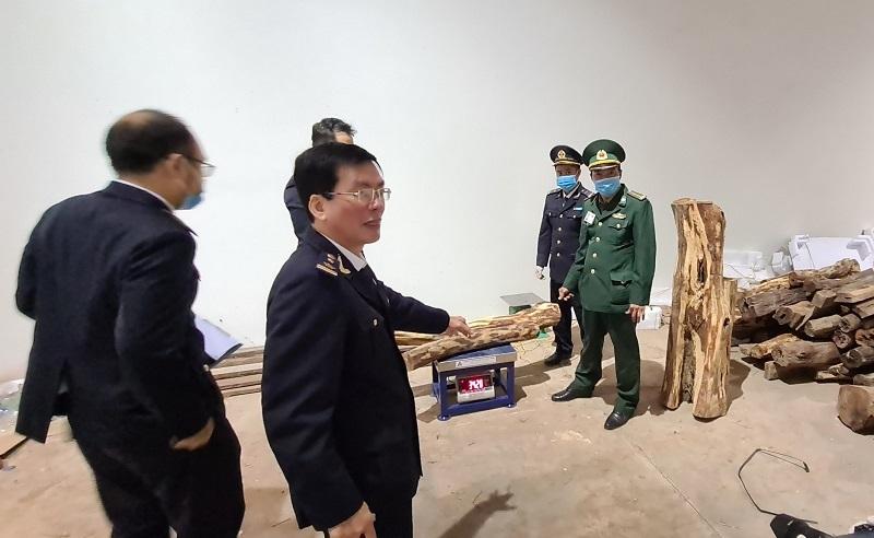 Diễn biến mới vụ bắt hơn 3 tấn pháo và gỗ quý từ Lào về Việt Nam