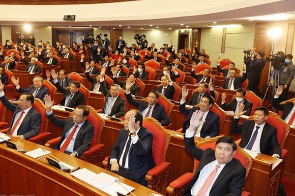 Các Ủy viên Trung ương thảo luận dự thảo Quy chế bầu cử tại Đại hội XIII