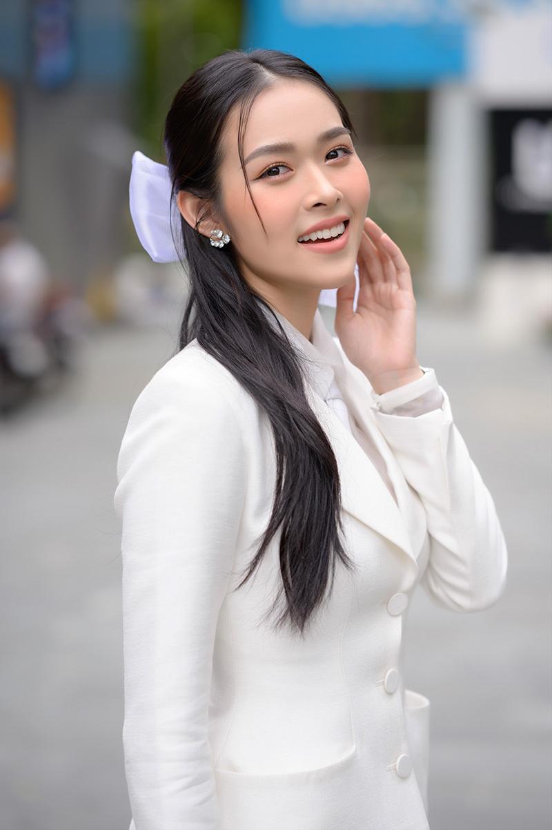 Diệp Bảo Ngọc diện cây trắng ra mắt phim mới