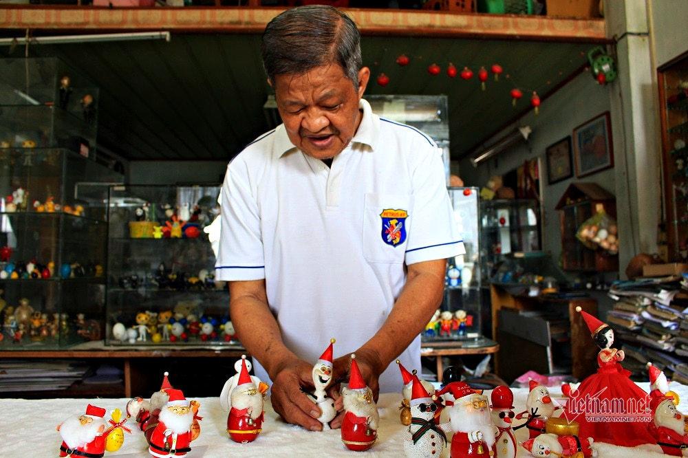 Cô giáo Sài Gòn làm linh vật Giáng sinh từ vỏ trứng cút, trứng cút
