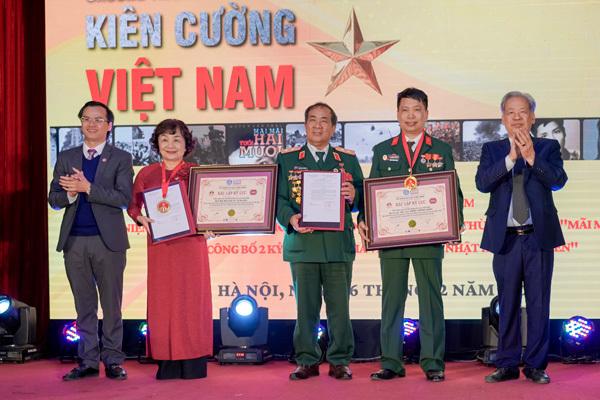 'Nhật ký thời chiến Việt Nam' được nhận 2 kỷ lục Quốc gia
