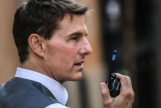 George Clooney bênh vực Tom Cruise sau vụ la mắng đoàn phim
