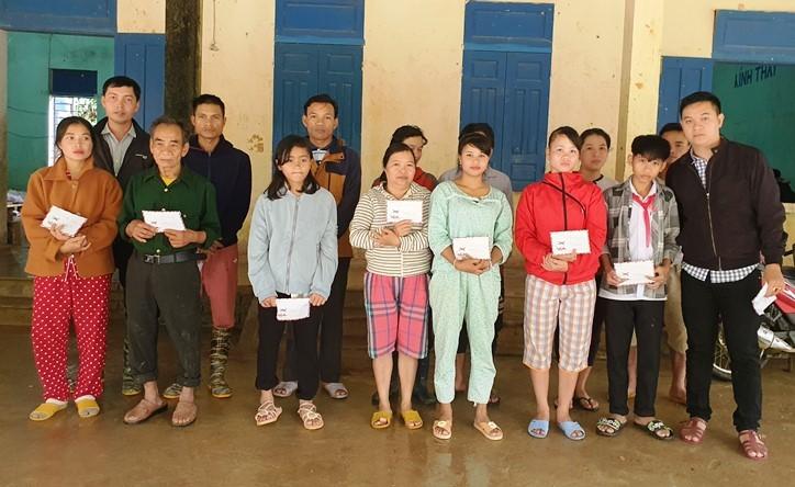 Trao hơn 60 triệu đồng đến các nạn nhân vụ sạt lở ở Quảng Nam