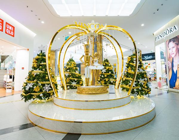 Không gian Giáng sinh đậm sắc màu cổ tích ở 'xứ sở' Vincom
