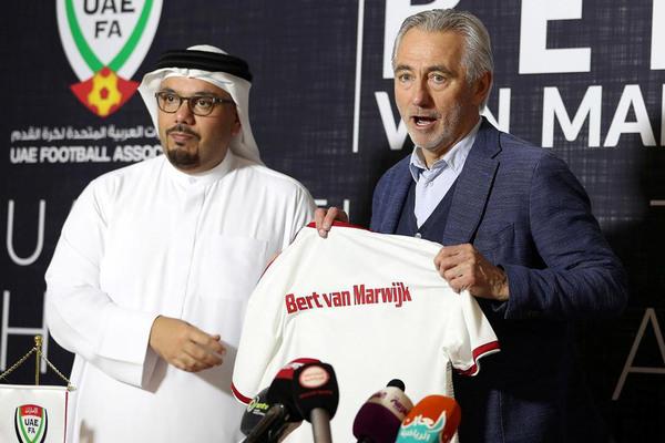 HLV UAE tuyên bố qua mặt tuyển Việt Nam