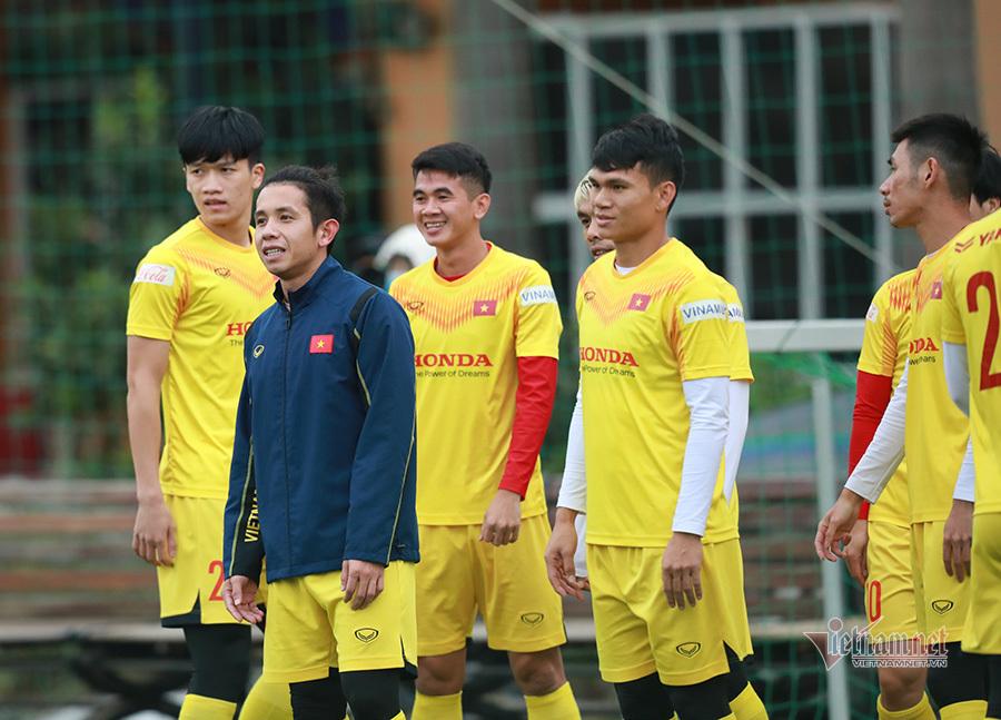 Quang Hải 'ngang cơ' Ronaldo, thầy Park đóng cửa tuyển Việt Nam