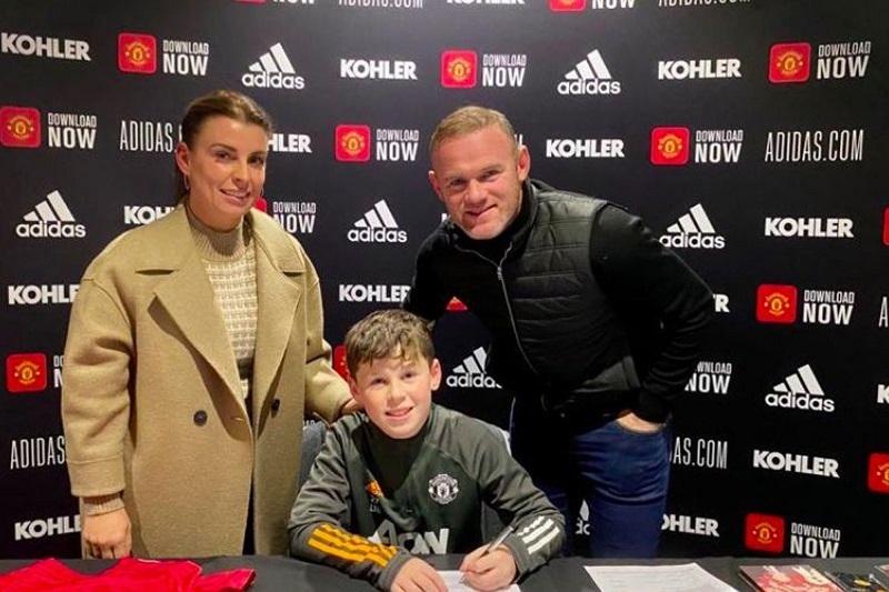 Con trai Rooney ký hợp đồng với MU