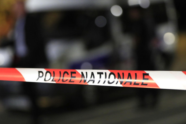 Bắt giữ con tin ở Pháp, hai người thiệt mạng