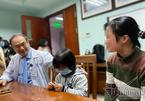 Bác sĩ giúp bé gái tí hon ở Thái Bình cao thêm 29 cm sau 2 năm