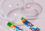 Cảnh báo ngộ độc trò chơi thổi bong bóng từ tuýp keo