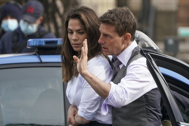 Bạn gái gợi cảm kém 20 tuổi của Tom Cruise
