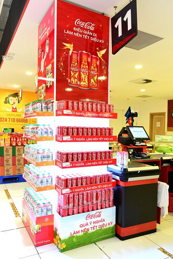Cảm xúc mới từ cánh én vàng đón Tết quen thuộc của Coca-Cola