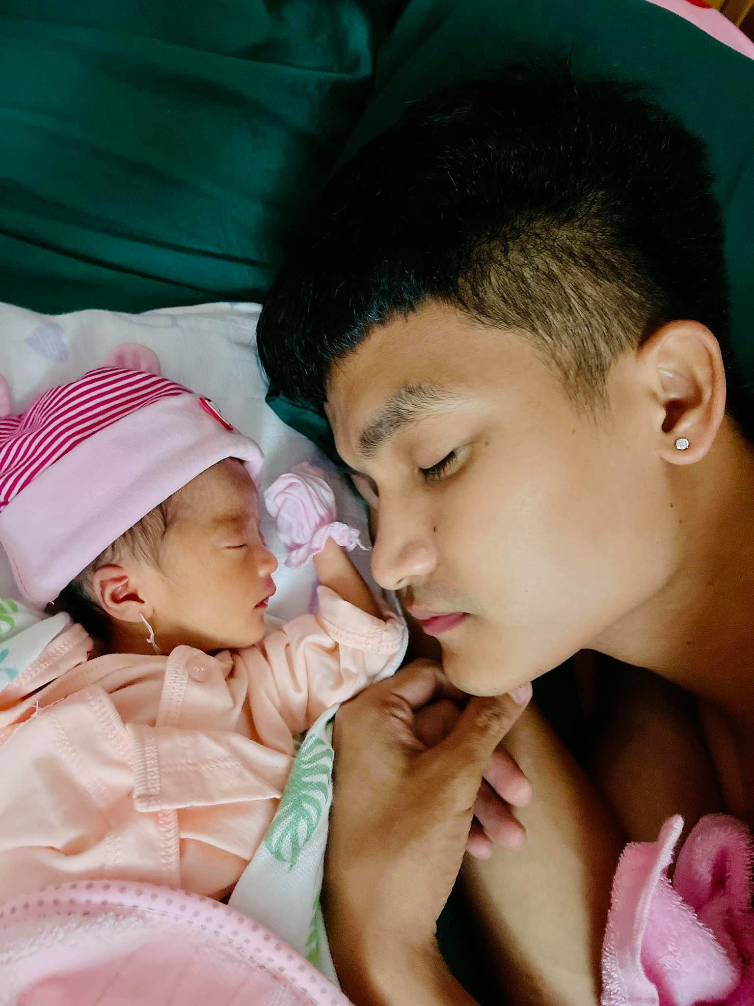 Mạc Văn Khoa giới thiệu con gái mới sinh Mạc Linh Đan