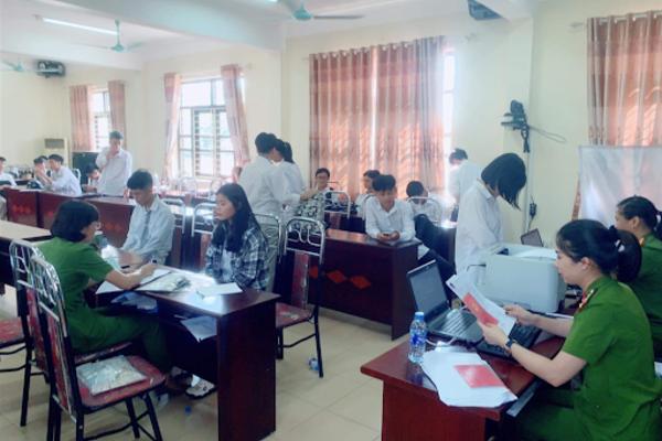 Công an Hà Nội mở đợt cao điểm cấp căn cước công dân lưu động thumbnail