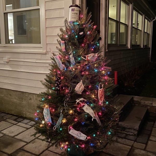 Những cây thông Noel 'độc nhất vô nhị' giữa mùa dịch Covid-19