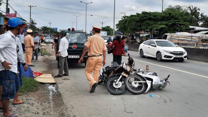 Nữ sinh bị xe tải cán chết thương tâm trên quốc lộ 1 thumbnail
