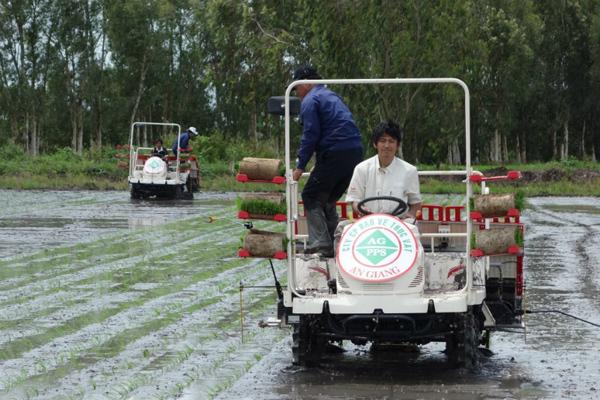 Đẩy mạnh cơ giới hóa nông nghiệp ĐBSCL