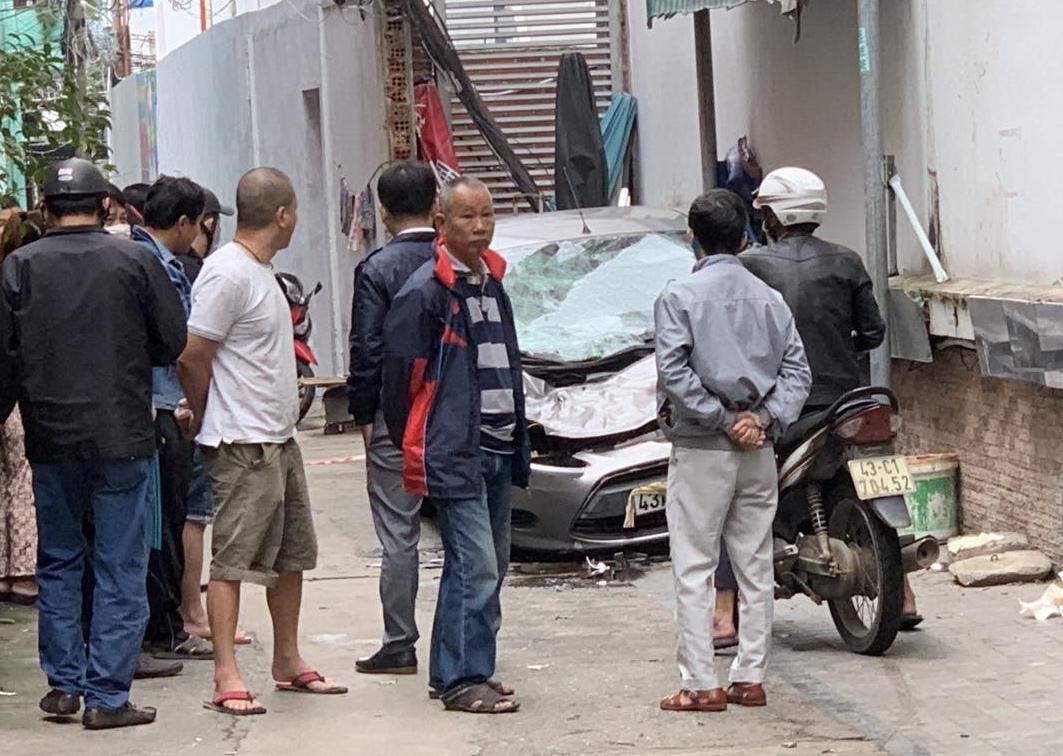 Rơi từ tầng 20 khách sạn trúng xe ô tô, người đàn ông tử vong
