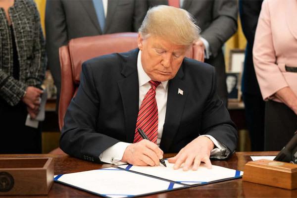 Ông Trump ra đòn mới chống Trung Quốc