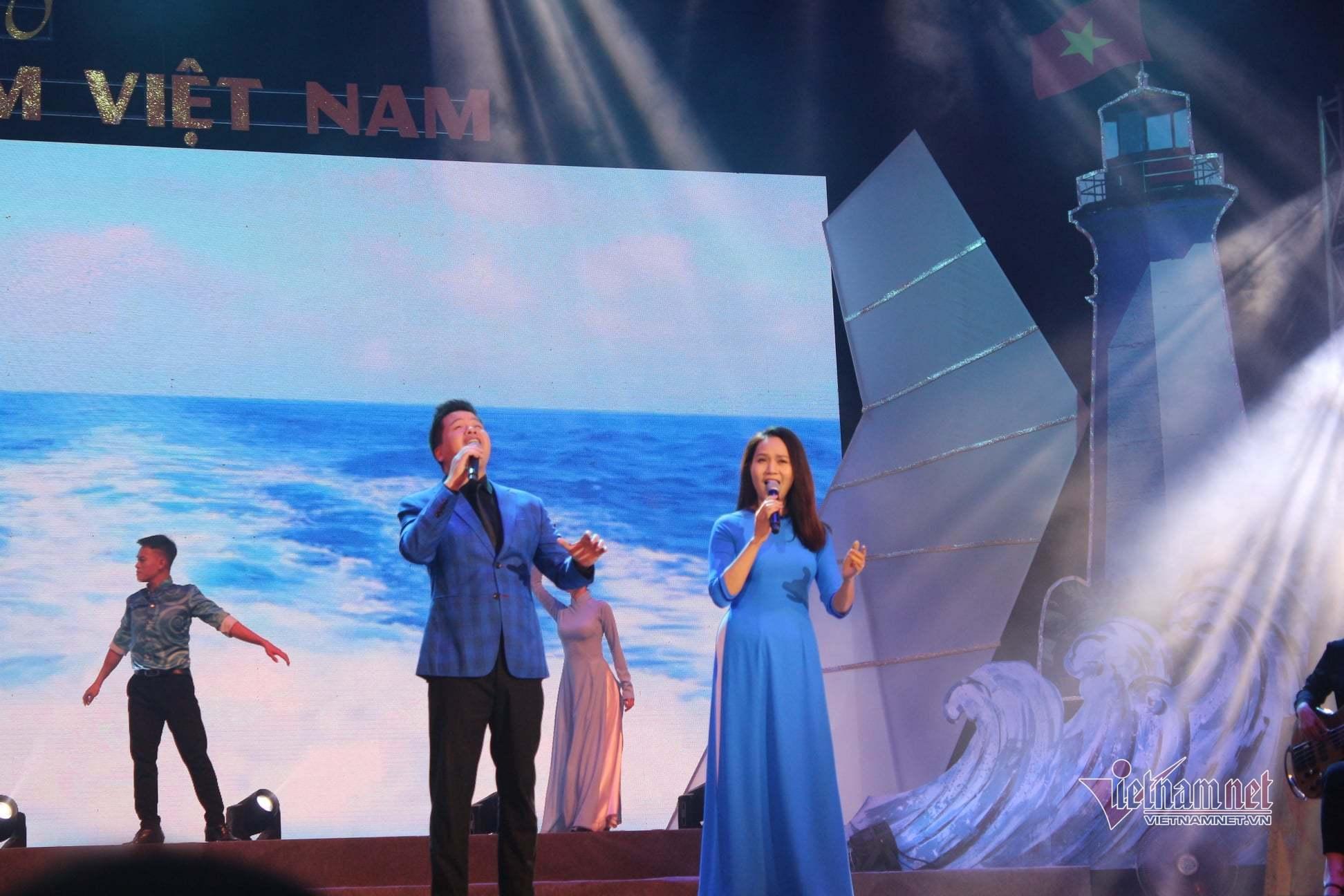 Tùng Dương, Mỹ Linh xúc động hát về biển, đảo